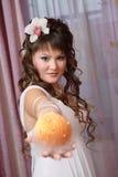 Mariée par l'hublot photo libre de droits