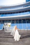 Mariée sur l'escalier Photos libres de droits