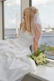 Mariée sur l'hublot Images stock