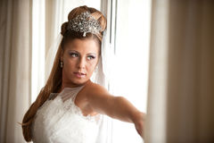 Mariée sur l'hublot Photos stock