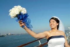 Mariée sur le dock d'un bateau image stock