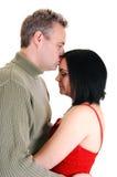Mari embrassant l'épouse. Image stock