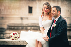 Mari et épouse Mariage de couples newlyweds Photographie stock
