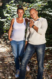 Mari et pose enceinte d'épouse Photo libre de droits
