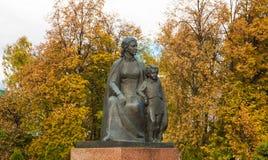 Maria Alexandrovna Ulyanova mit ihrem Sohn Volodya Stockbilder