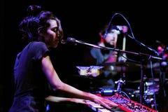 Maria Coma (pianist, componist en songwriter die in Catalaan) zingt presteert op Centrum Artesa Tradicionarius Royalty-vrije Stock Fotografie