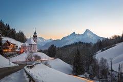 Maria Gern Church i Bayern med Watzmann, Berchtesgaden, Germa Arkivbild