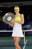 Maria Kirilenko van Rusland met de trofee Stock Foto's