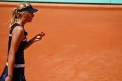 Maria Sharapova durante un emparejamiento en Roland Garros Imágenes de archivo libres de regalías