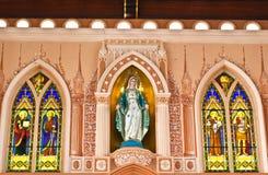 Maria staty i kyrka royaltyfri foto