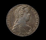 Maria Theresa-Silber Thaler auf Schwarzem lizenzfreie stockfotos