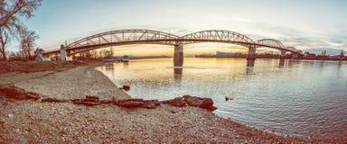 Maria Valeria-brug van Esztergom aan Sturovo royalty-vrije stock afbeelding