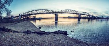 Maria Valeria-brug van Esztergom aan Sturovo royalty-vrije stock foto's