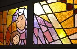 Maria y Jesús en un vitral Fotografía de archivo libre de regalías