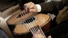 Mariachi играя гитару сток-видео