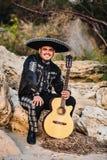 Mariachi mexicain de musicien avec la guitare Image stock
