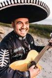 Mariachi mexicain de musicien avec la guitare Images stock