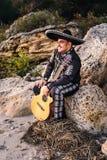 Mariachi mexicain de musicien avec la guitare Image libre de droits