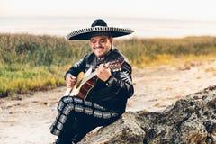Mariachi mexicain de musicien avec la guitare Photos stock