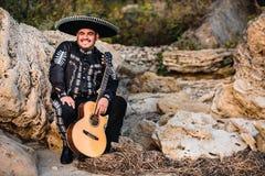 Mariachi mexicain de musicien avec la guitare Photo stock