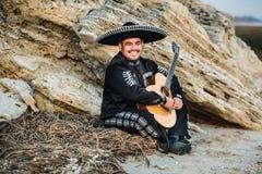 Mariachi mexicain de musicien avec la guitare Photos libres de droits