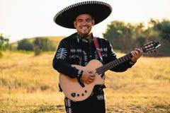 Mariachi mexicano do músico fotografia de stock royalty free