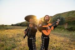 Mariachi mexicano dos músicos fotografia de stock