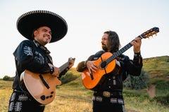 Mariachi mexicano dos músicos imagens de stock