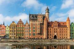 Mariackapoort en andere kleurrijke voorgevels in Gdansk, Polen royalty-vrije stock afbeelding