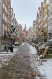 Mariackastraat in de wintertijd in oude stad van Gdansk royalty-vrije stock foto's