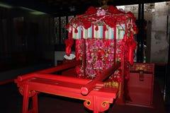 Mariage chinois avec une chaise de berline Image libre de droits