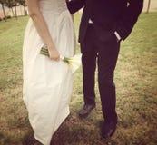 Mariage de jeunes mariés en nature Image libre de droits