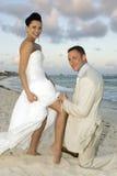 Mariage de plage des Caraïbes - courroie de jarretière photographie stock libre de droits