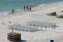 Mariage de plage plaçant le Golfe du Mexique images stock