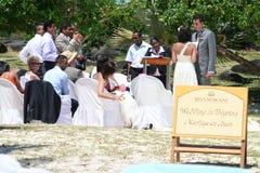 Mariage de plage tropical Photos stock
