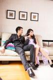 Mariage de style campagnard de jeunes mariés Photographie stock libre de droits