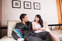 Mariage de style campagnard de jeunes mariés Photos libres de droits