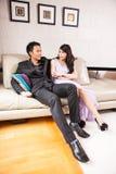 Mariage de style campagnard de jeunes mariés Images libres de droits