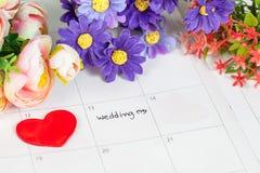 Mariage de Word sur le calendrier avec les fleurs douces Images libres de droits