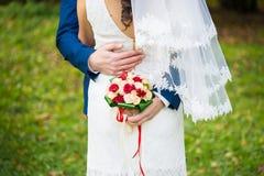 Mariage heureux de jeunes mariés Photos libres de droits