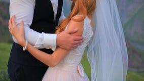 mariage Les jeunes mariés sont dans l'amour et la tendresse Georgia Kazbegi clips vidéos