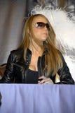 Mariah Carey alla sua sign CD. immagine stock