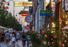 Mariahilferstrasse shoppinggata Arkivfoton