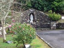 Marian staty på kyrkligt nordligt för St Aidan ` s - Irland Arkivfoton