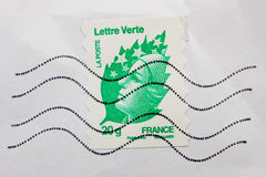 Marianne, symbole national des Frances sur le verte de Lettre du courrier de La Image stock