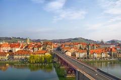 Maribor - Hoofdbrug en Geleend royalty-vrije stock fotografie