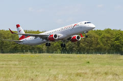 Maribor, Slovénie - 16 avril 2016 : Austrian Airlines Embraer OE Image stock