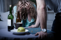 Marido agresivo borracho imagen de archivo libre de regalías