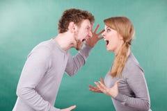 Marido e esposa que gritam e que discutem Foto de Stock
