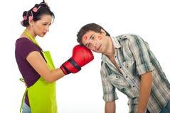 Marido enojado del boxeo de la esposa Imagenes de archivo